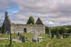 Ierse begraafplaats met dilapidated kerk, Provincie Kerry, Ierland royalty-vrije stock afbeelding
