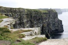 Ierse hoge rotsen en oceaan Royalty-vrije Stock Afbeelding