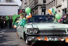 Ierse jongen in st Patrick dagparade op Londen Stock Afbeeldingen