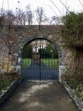 Ierse Poort dichtbij Malahide-Paleis royalty-vrije stock fotografie
