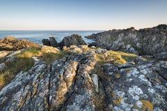 Ierse rotsachtige kustlijn Stock Afbeeldingen