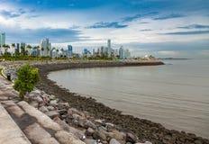 Iew del mercado de pescados al horizonte de ciudad de Panamá foto de archivo libre de regalías