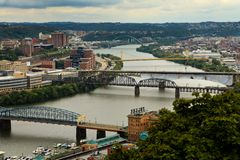 Iew of suspension bridges spanning the Allegheny River in downtown Pittsburgh stock photos