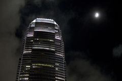 IFC-torn på natten Arkivfoton