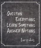 Ifrågasätta, lär, svara Euripides royaltyfri foto