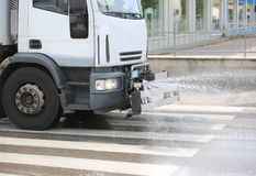 ig przewozi samochodem dla czyścić ulicy miasto Obrazy Royalty Free