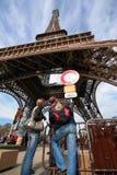 igen öppnade eiffel tornet om igen Royaltyfria Foton