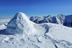 Iglù alla cima della montagna Fotografie Stock Libere da Diritti