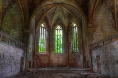 Iglesia abandonada, desvencijada y dilapidada foto de archivo libre de regalías