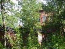 Iglesia abandonada en Midland de Rusia foto de archivo