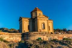 Iglesia abandonada por la playa en Toscana - 2 Imagen de archivo libre de regalías