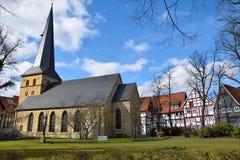 Iglesia alemana histórica en tiempo de primavera Foto de archivo libre de regalías
