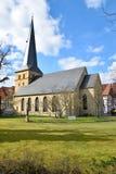 Iglesia alemana histórica en tiempo de primavera Imagen de archivo