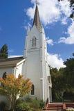 Iglesia animada de la pequeña ciudad Fotos de archivo
