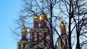 Iglesia antigua del arcángel Michail en Troparevo fotos de archivo