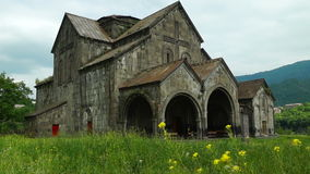 Iglesia antigua en el monasterio armenio Akhtala almacen de metraje de vídeo