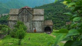 Iglesia antigua majestuosa en el monasterio armenio Akhtala metrajes