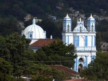 Iglesia azul colonial en San Cristobal de Las Casas Fotos de archivo