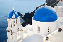Iglesia azul en Santorini Fotos de archivo libres de regalías