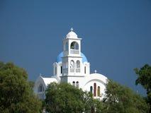 Iglesia azul y blanca Imagenes de archivo