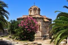 Iglesia bizantina de los apóstoles santos en Atenas en el verano su Imágenes de archivo libres de regalías