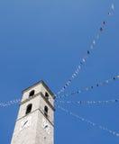 Iglesia blanca con las banderas Imágenes de archivo libres de regalías