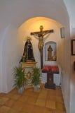Iglesia blanca de Santa Gertrudis en la Navidad Imagen de archivo libre de regalías