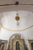 Iglesia blanca de Santa Gertrudis en la Navidad Fotos de archivo