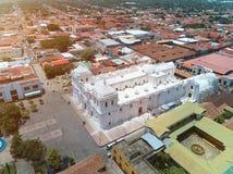 Iglesia blanca en la ciudad de León Foto de archivo libre de regalías