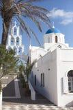 Iglesia blanca en Santorini Imágenes de archivo libres de regalías
