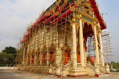 Iglesia budista tailandesa bajo renovación Imagenes de archivo