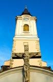 Iglesia católica con el crucifijo Fotos de archivo libres de regalías