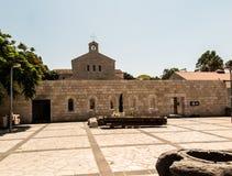 Iglesia católica de la multiplicación del pan y de los pescados en etiqueta Foto de archivo libre de regalías