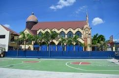 Iglesia católica en Clark, cerca de la ciudad de Ángeles, Filipinas Foto de archivo