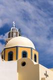 Iglesia católica en la ciudad de Fira, Santrorini Foto de archivo libre de regalías