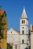 Iglesia católica en Zlarin imagenes de archivo
