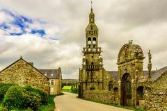 Iglesia católica medieval en Bretaña, Francia Imágenes de archivo libres de regalías