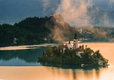 Iglesia católica situada en una isla en Bled Fotos de archivo libres de regalías