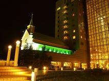 Iglesia cerca del hotel imagen de archivo libre de regalías