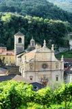 Iglesia colegial y viñedo Fotografía de archivo libre de regalías