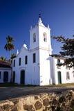 Iglesia colonial blanca del estilo Fotos de archivo