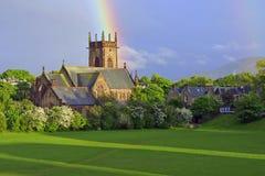Iglesia con el arco iris arriba Imagenes de archivo