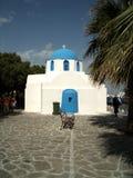 Iglesia con el banco Fotos de archivo
