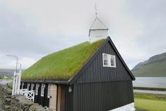 Iglesia con la azotea de la hierba Foto de archivo libre de regalías