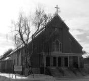Iglesia con la cruz en invierno Imagen de archivo