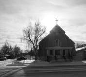 Iglesia con la cruz en invierno Foto de archivo libre de regalías