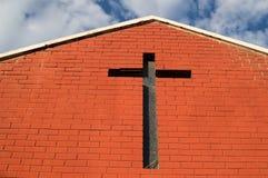 Iglesia con la cruz y el cielo, Livingstone, Zambia del ladrillo imágenes de archivo libres de regalías