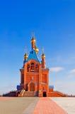 Iglesia con las bóvedas de oro. Fotos de archivo