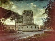Iglesia con los árboles fotografía de archivo libre de regalías