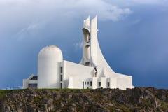 Iglesia contemporánea en Islandia Fotografía de archivo